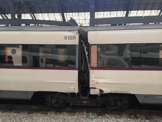 Практически 50 человек пострадали в итоге ЧПспригородным поездом вБарселоне